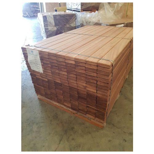 Barras de madera para mobiliario urbano
